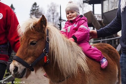 Husdyrpark Ekeberg barn sitte på hest